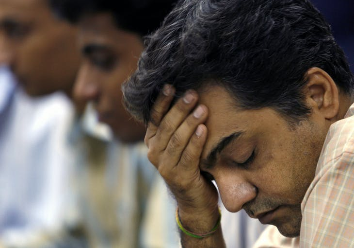 A stockbroker reacts during a trading session at a brokerage in Mumbai August 16, 2007. Indian shares fell more than 4 percent on Thursday, with ICICI Bank and State Bank of India among the big losers as fears of a credit squeeze gripped world markets. REUTERS/Punit Paranjpe (INDIA) - RTR1STNA