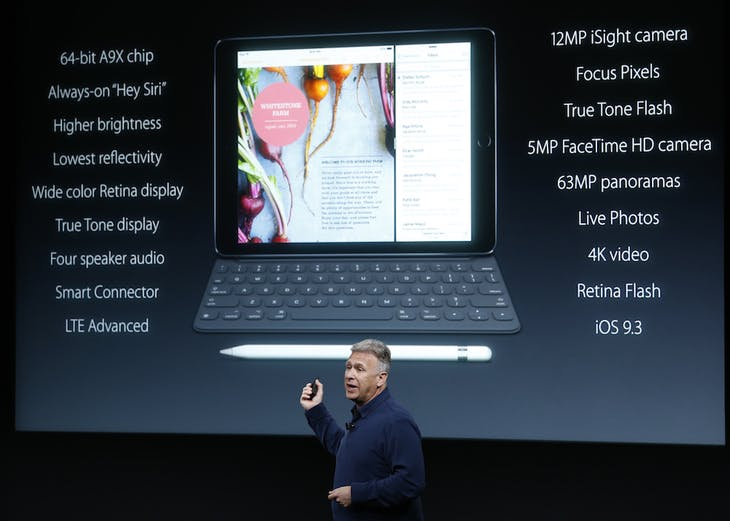 Phil Schiller, senior VP of worldwide marketing for Apple, introduces the iPad Pro with 9.7-inch display during an event at the Apple headquarters in Cupertino, California March 21, 2016. REUTERS/Stephen Lam - RTSBJ17
