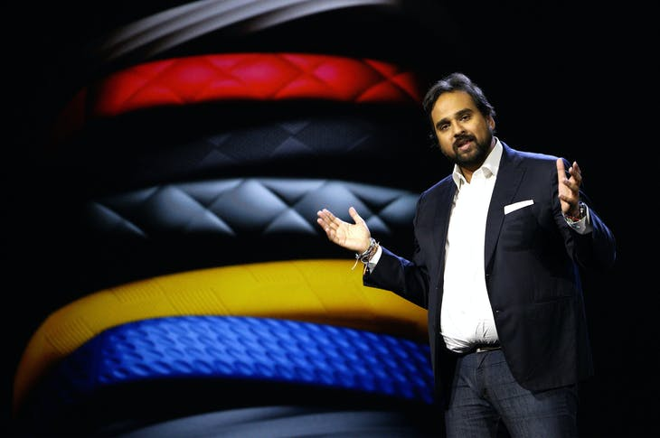 Hosain Rahman, CEO and co-founder of Jawbone, speaks during the Samsung keynote with Jawbone products displayed in the background at the International Consumer Electronics show (CES) in Las Vegas, Nevada January 5, 2015.     REUTERS/Rick Wilking (UNITED STATES - Tags: BUSINESS SCIENCE TECHNOLOGY) - RTR4K6C5
