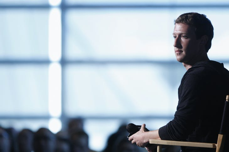Facebook CEO Mark Zuckerberg sits for audience questions in an onstage interview for the Atlantic Magazine in Washington, September 18, 2013. REUTERS/Jonathan Ernst    (UNITED STATES - Tags: BUSINESS SCIENCE TECHNOLOGY TELECOMS) - RTX13QIV