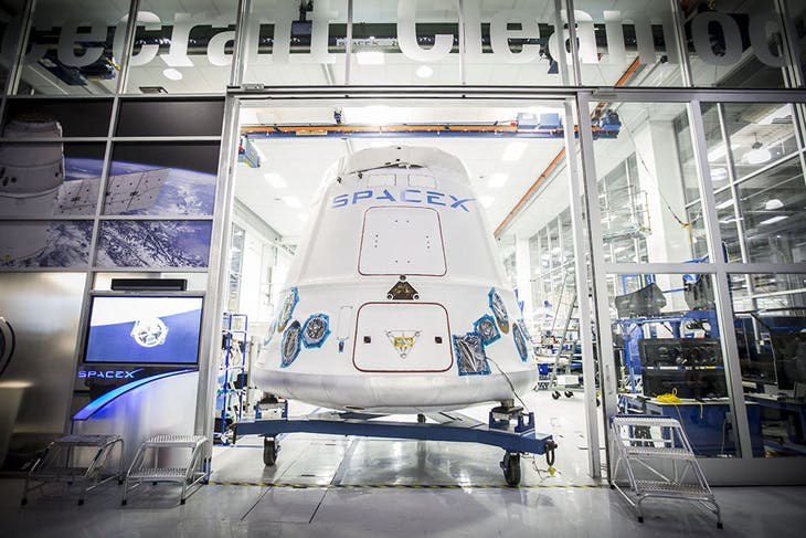 Dragon_capsule_being_shipped_out_of_SpaceX_Hawthorne_facility_16655995541