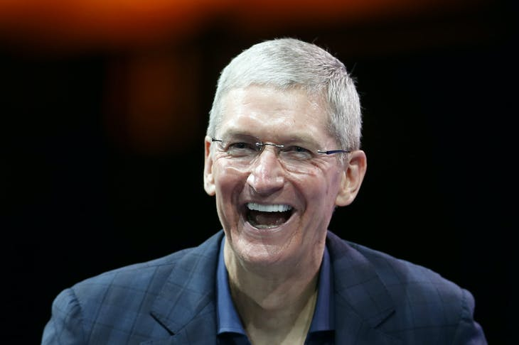 Apple CEO Tim Cook speaks at the WSJD Live conference in Laguna Beach, California October 27, 2014.  REUTERS/Lucy Nicholson (UNITED STATES - Tags: BUSINESS SCIENCE TECHNOLOGY) - RTR4BTSQ