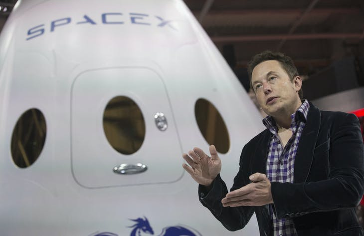 SpaceX CEO Elon Musk speaks after unveiling the Dragon V2 spacecraft in Hawthorne, California May 29, 2014. Space Exploration Technologies announced April 27, 2016, it will send uncrewed Dragon spacecraft to Mars as early as 2018, a first step in company founder Elon Musk's goal to fly people to another planet. REUTERS/Mario Anzuoni/File Photo - RTX2BXID
