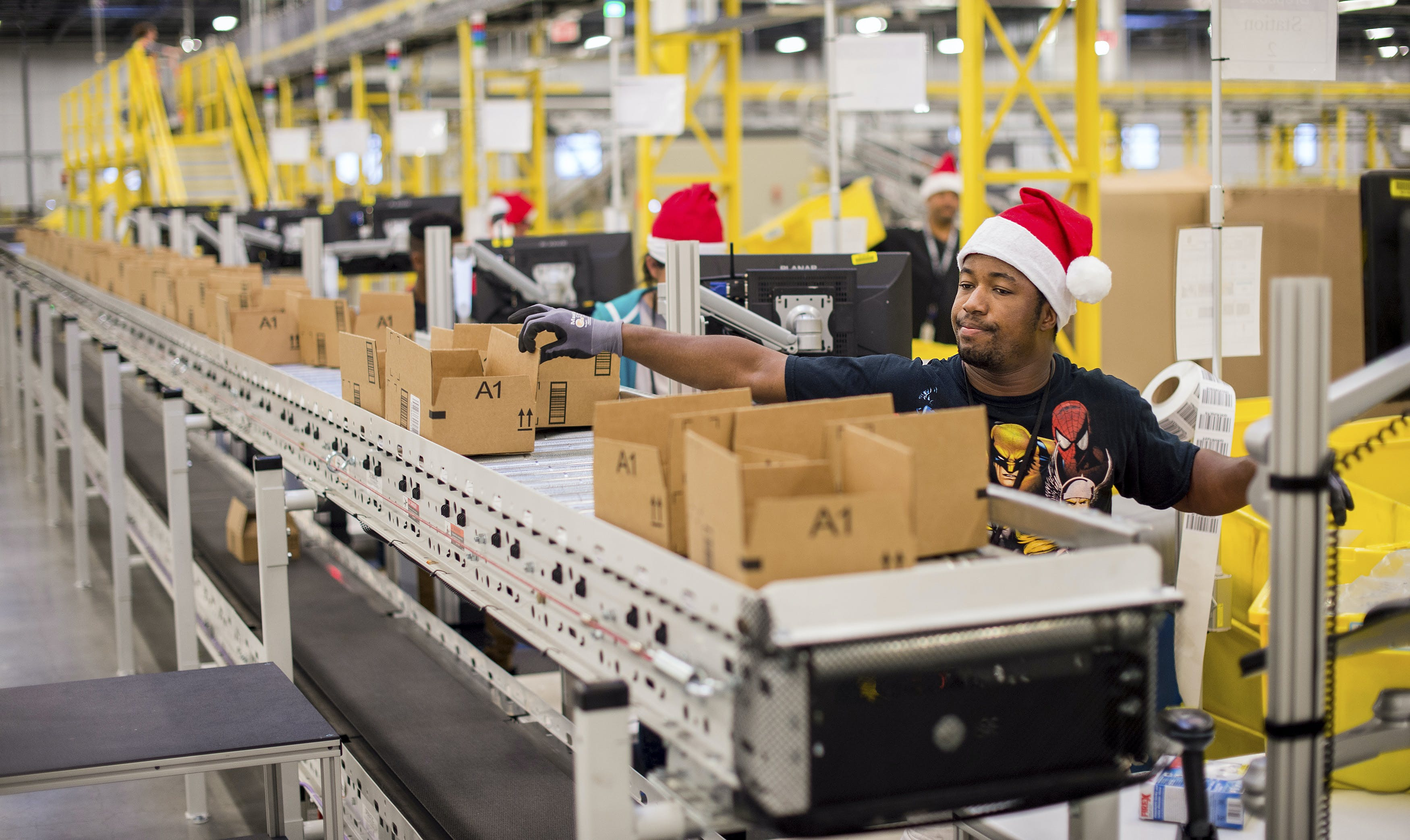 Workers pack items at an Amazon Fulfillment Center, ahead of the Christmas rush, in Tracy, California, November 30, 2014. REUTERS/Noah Berger  (UNITED STATES - Tags: BUSINESS SOCIETY) - RTR4G74K