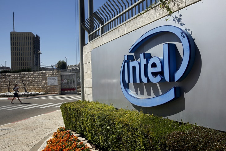 The logo of Intel, the world's largest chipmaker is seen at their offices in Jerusalem, April 20, 2016. REUTERS/Ronen Zvulun/File Photo - RTX2JM6J