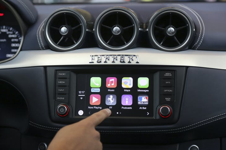 Apple's Stephen Chick displays the CarPlay program at the Worldwide Developers Conference in San Francisco, California June 2, 2014. REUTERS/Robert Galbraith  (UNITED STATES - Tags: BUSINESS SCIENCE TECHNOLOGY) - RTR3RWHM
