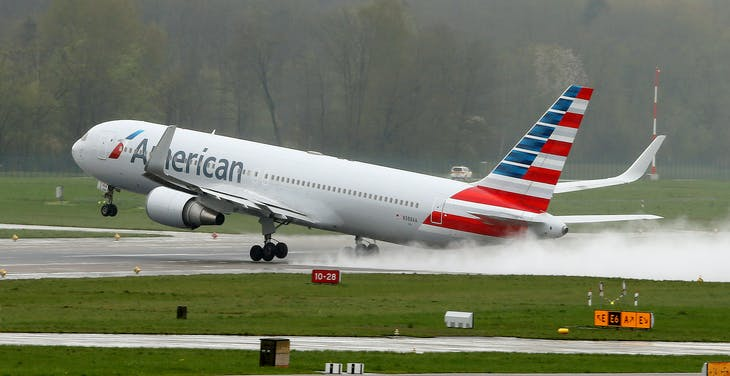 A Boeing 767-323(ER) airplane of American Airlines takes-off from Zurich airport, Switzerland, April 14, 2016.   REUTERS/Arnd Wiegmann - RTX2A2WG