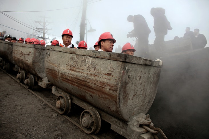 Rescuers prepare to enter the Xinxing coal mine to search for survivors following a gas explosion at the mine in Hegang, Heilongjiang Province November 22, 2009. The death toll from China's latest coal mine disaster reached 87 as hopes dimmed on Sunday that more survivors would be found a day after a gas blast at a colliery in the country's far northeast. REUTERS/Aly Song (CHINA DISASTER ENVIRONMENT IMAGES OF THE DAY)   FOR BEST QUALITY IMAGE: ALSO SEE GM1E63G1OBR01. - GM1E5BM0YPW01