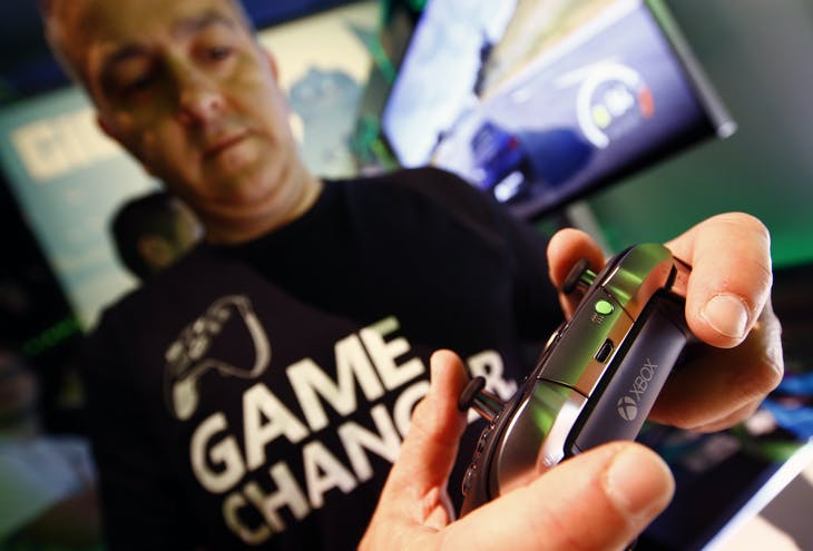 A man checks the new Xbox Elite Wireless Controller during the Gamescom 2015 fair in Cologne, Germany August 5, 2015. The Gamescom convention, Europe's largest video games trade fair, runs from August 5 to August 9. REUTERS/Kai Pfaffenbach  - LR2EB850QIQ7E