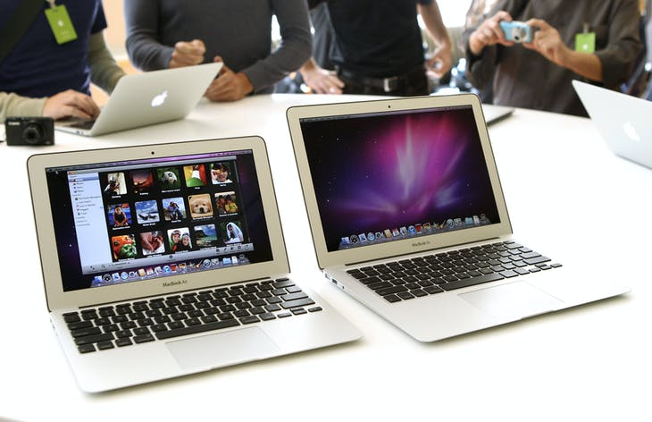 "Media and guests check out Apple's latest thinner MacBook Air 11"" (L) and 13"" models and new operating system after attending a news conference at Apple Inc. headquarters in Cupertino, California October 20, 2010. The new MacBook Air -- introduced on Wednesday with Jobs' signature ""one last thing"" set-up -- is designed to reproduce the versatility of popular devices such as the iPhone and iPad, and will incorporate FaceTime video chats, which Apple is bringing to all its Macs.  REUTERS/Norbert von der Groeben     (UNITED STATES - Tags: SCI TECH BUSINESS) - GM1E6AL0LU501"