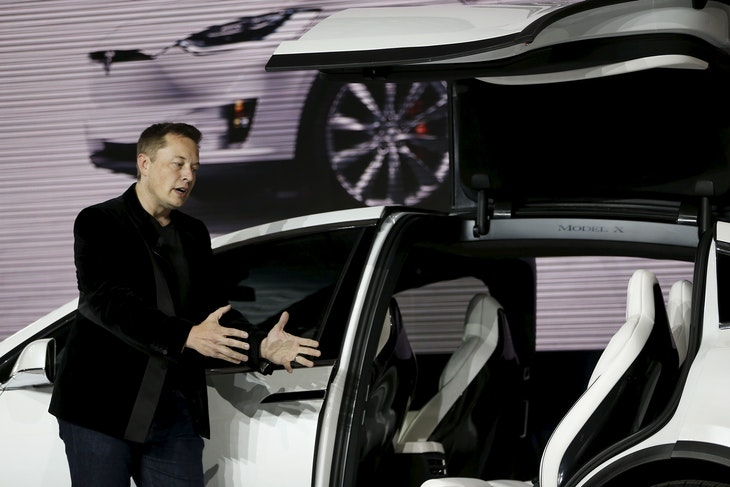 Tesla Motors CEO Elon Musk introduces the falcon wing door on the Model X electric sports-utility vehicles during a presentation in Fremont, California September 29, 2015. Tesla Motors delivered the first of its long-awaited Model X electric sports-utility vehicles on Tuesday, a product investors are counting on to make the pioneering company profitable after years of losses. REUTERS/Stephen Lam - GF10000227235