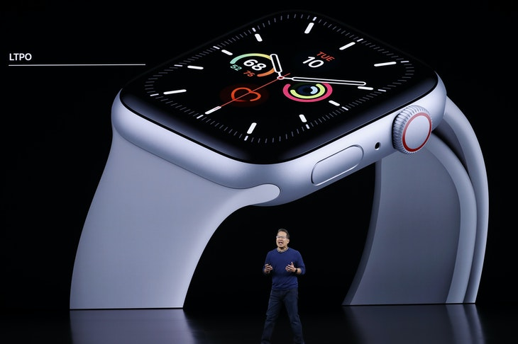 Stan_Ng_presents_the_new_Apple_Watch_at_